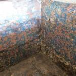coffre ancien tapissé de papier marbré